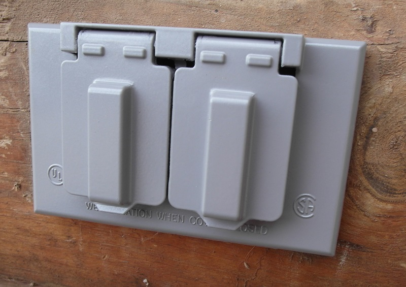 Saving Money With DIY: How to Replace an Outdoor Outlet Cover